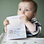 Bé đi máy bay cần giấy gì ?