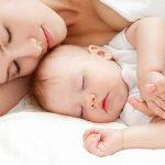 Dùng sữa mẹ chữa bệnh cho bé