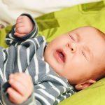 Mẹo trị nghẹt mũi cho bé